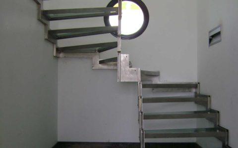 Escalier Inox vitré à crémaillère